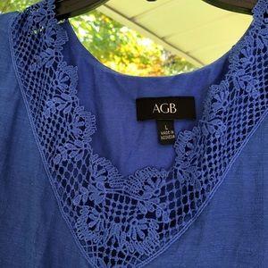 Flattering asymmetrical royal blue top ✨
